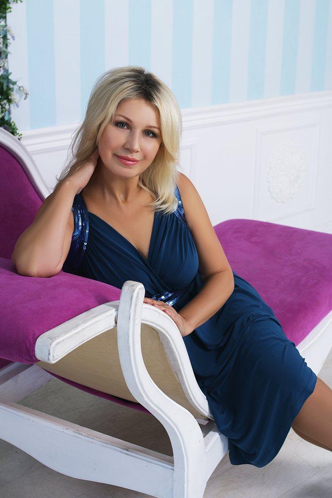 Agence matrimoniale seniors, rencontre de Liudmila femme célibataire senior de 58 ans, Épinal.