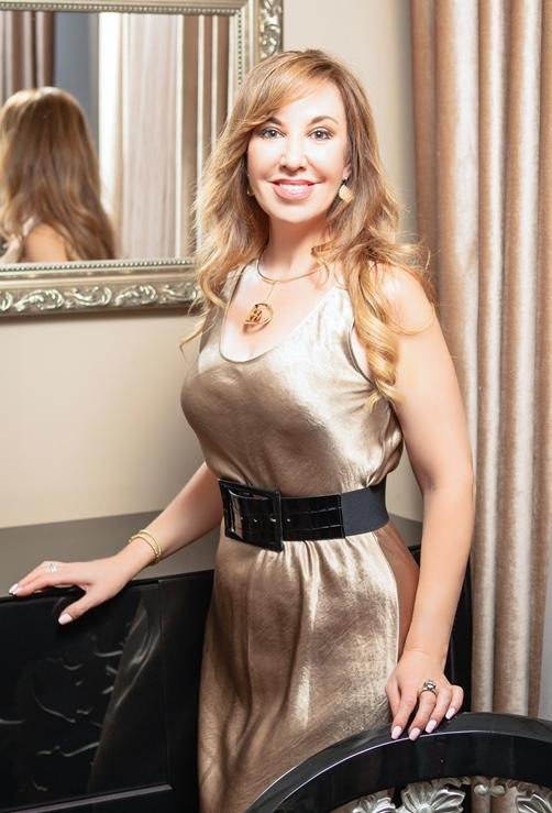 Agence matrimoniale seniors, rencontre de Albina femme célibataire senior de 51 ans, Monaco.