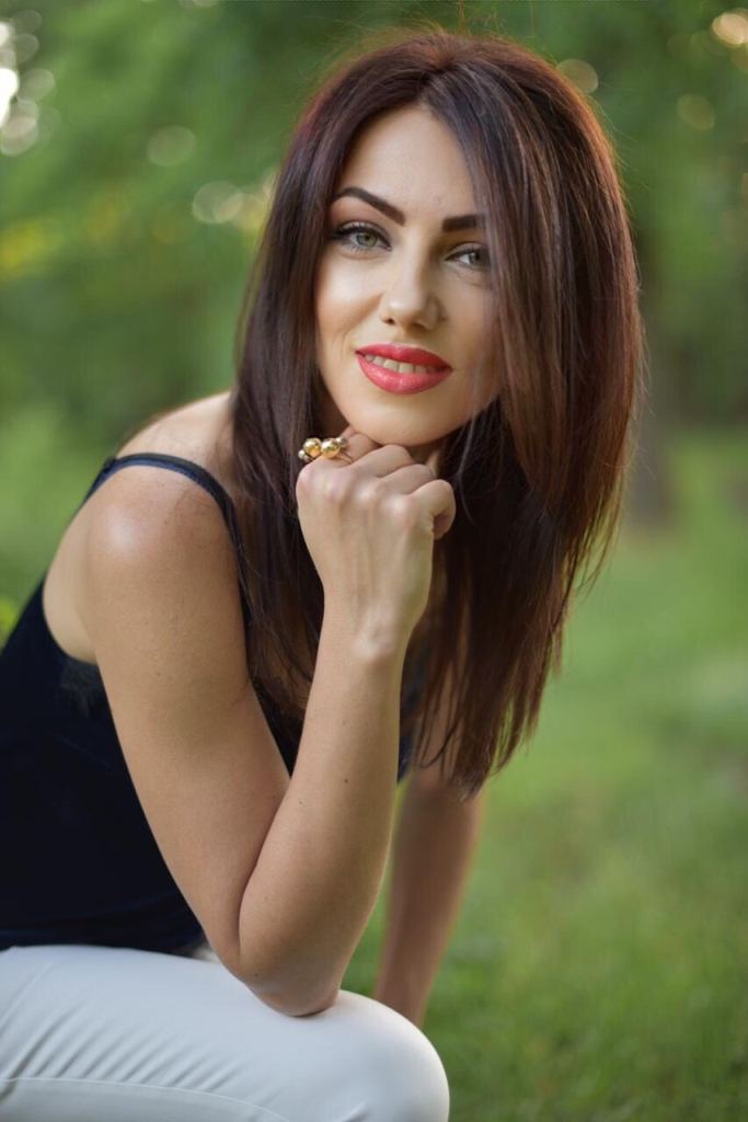 Agence matrimoniale rencontre de Iuliia  femme célibataire de 39 ans, Besançon.