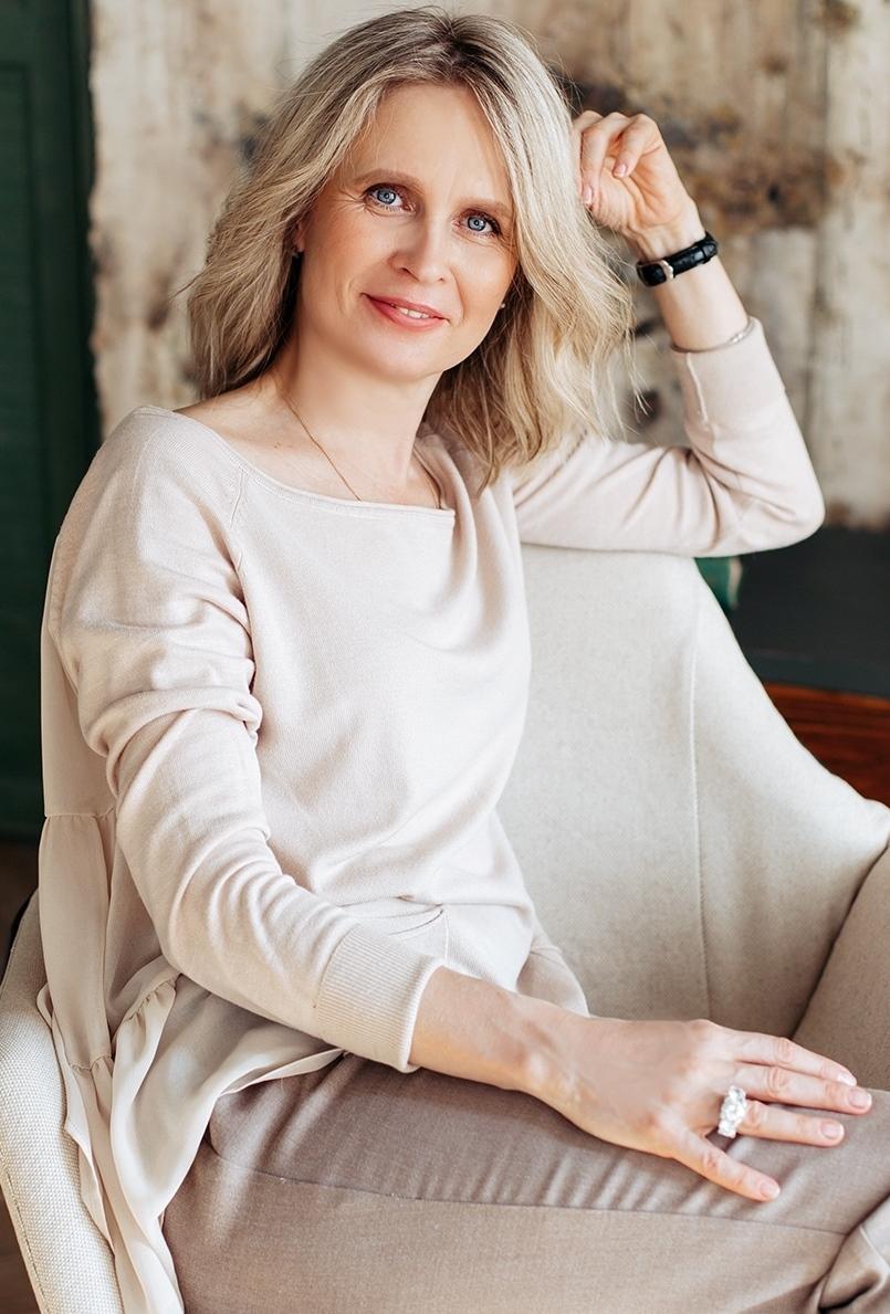 Agence matrimoniale rencontre de Elena  femme célibataire de 54 ans, Châtillon.