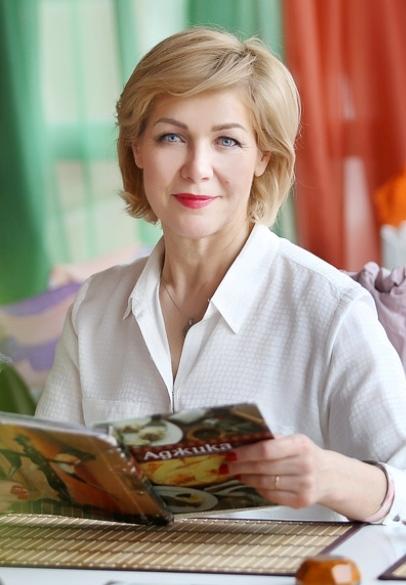 Agence matrimoniale rencontre de Elena  femme célibataire de 57 ans, Châtillon.