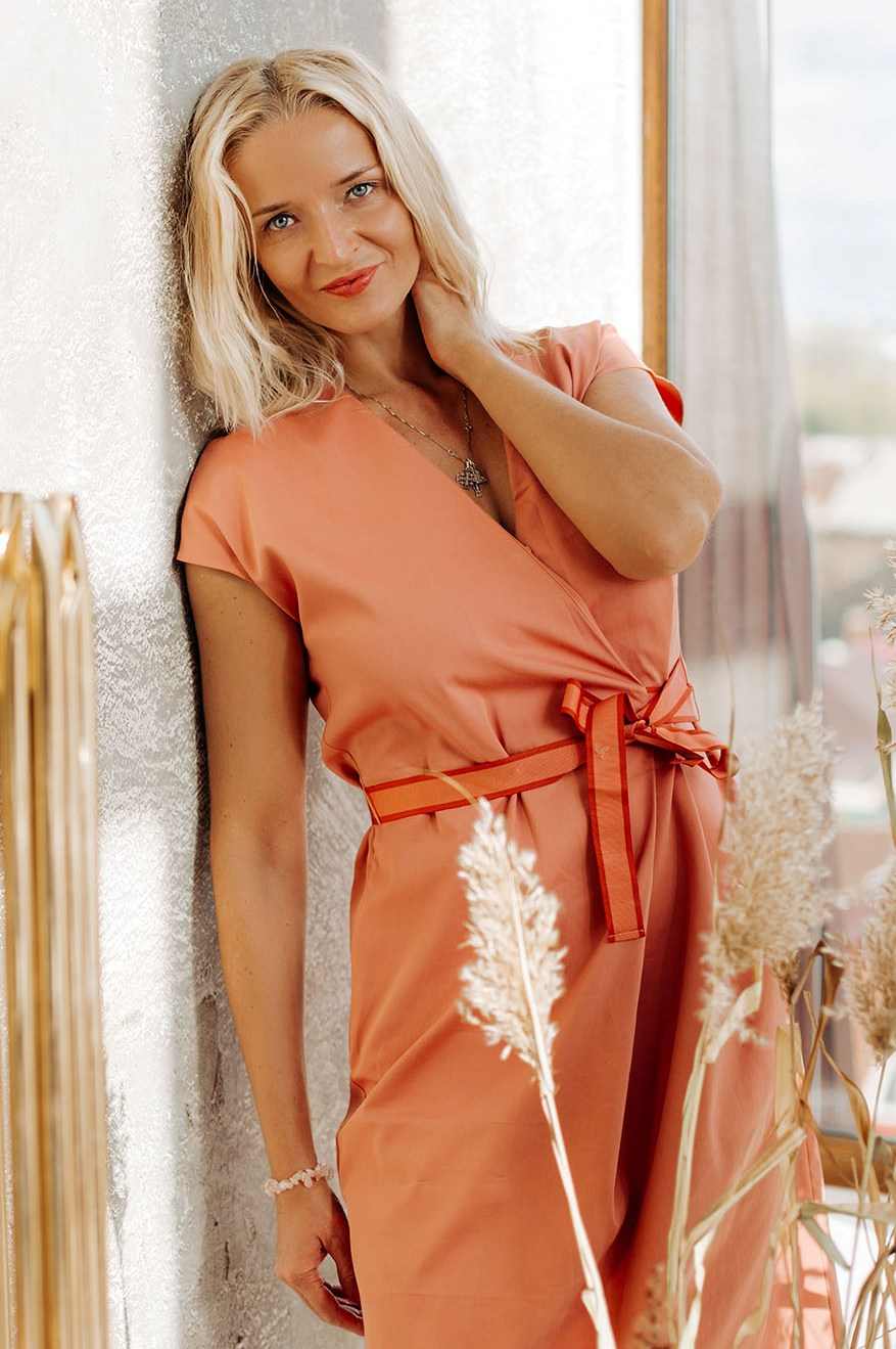 Agence matrimoniale rencontre de Elena  femme célibataire de 36 ans, Châtillon.