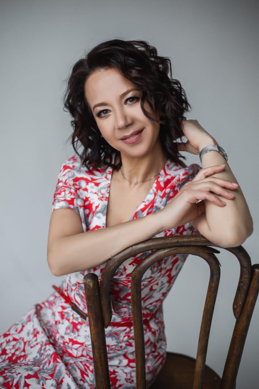 Agence matrimoniale seniors, rencontre de Irina femme célibataire senior de 51 ans, Orléans.