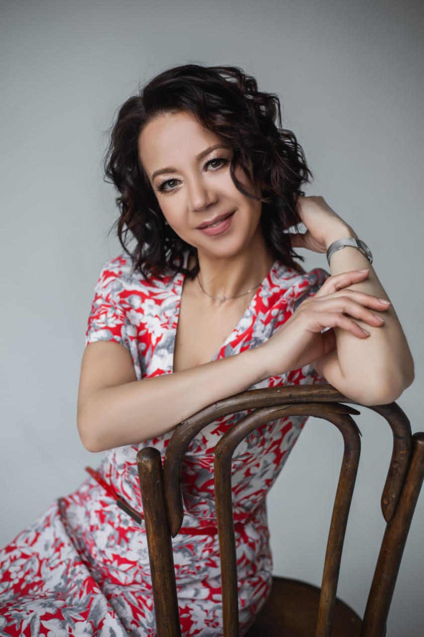 Agence matrimoniale seniors, rencontre de Irina femme célibataire senior de 52 ans, Compiègne.