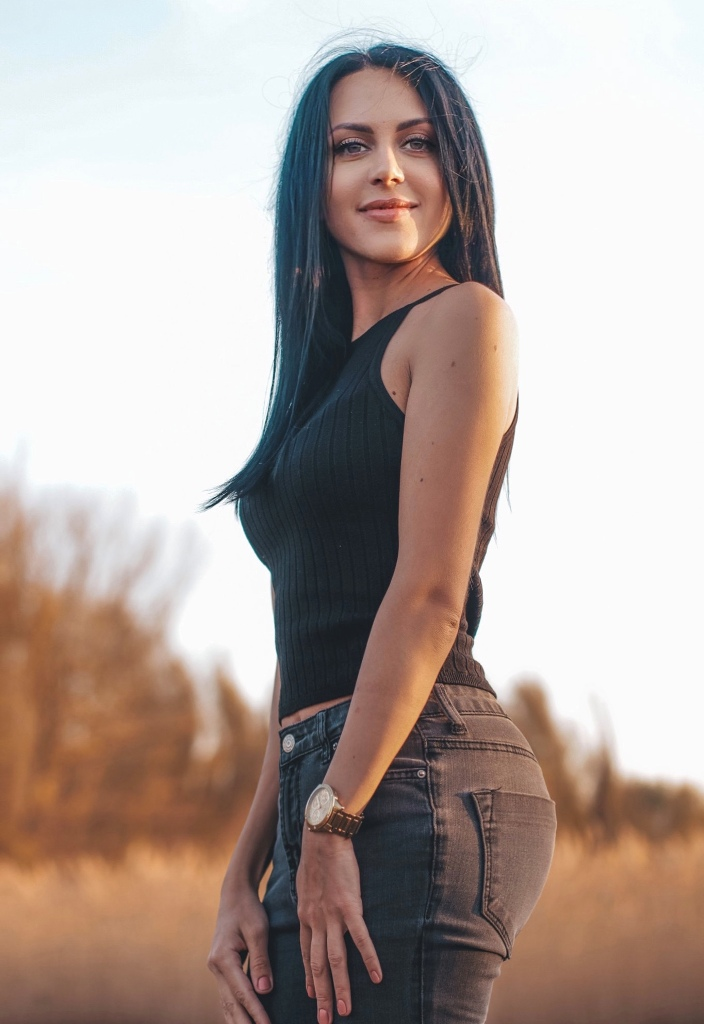 Agence matrimoniale rencontre de Svetlana  femme célibataire de 33 ans, Nantes.
