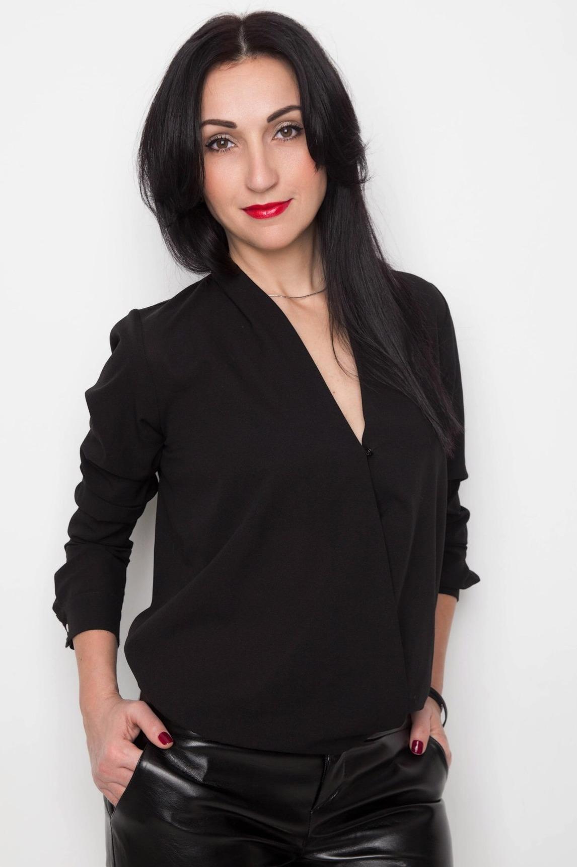 Agence matrimoniale rencontre de Elena  femme célibataire de 43 ans, Auxerre.