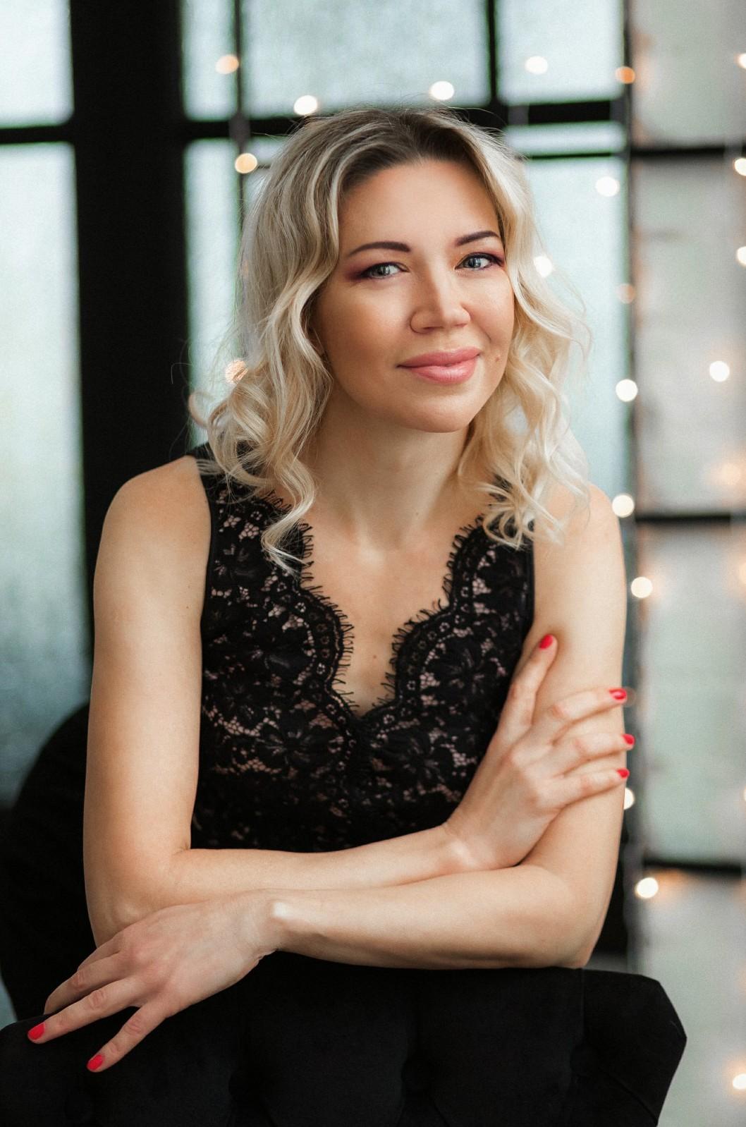 Agence matrimoniale rencontre de Elena  femme célibataire de 44 ans, Nantes.