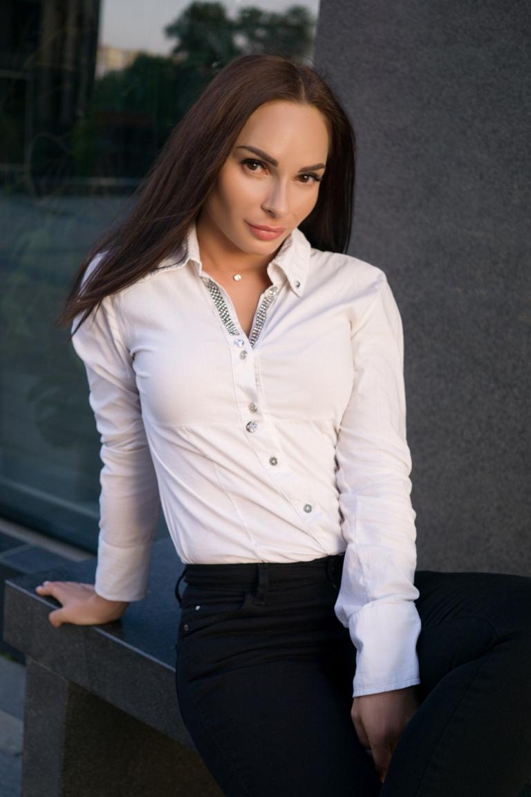 Agence matrimoniale rencontre de Iuliia  femme célibataire de 32 ans, Strasbourg.