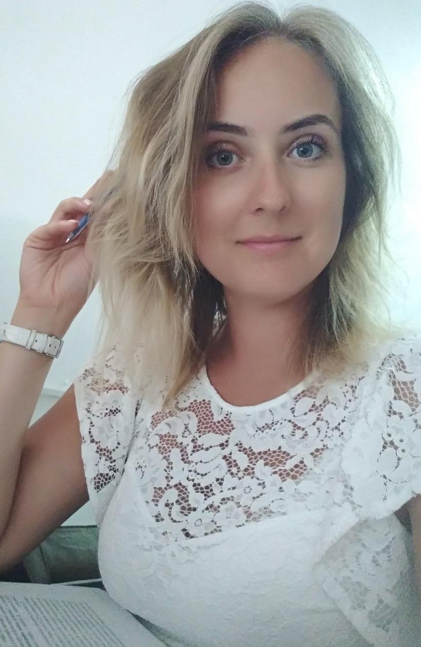 Agence matrimoniale rencontre de Iuliia  femme célibataire de 33 ans, Bagnolet.