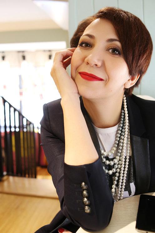 Agence matrimoniale seniors, rencontre de Marina belle femme célibataire senior de 45 ans, Toulouse.