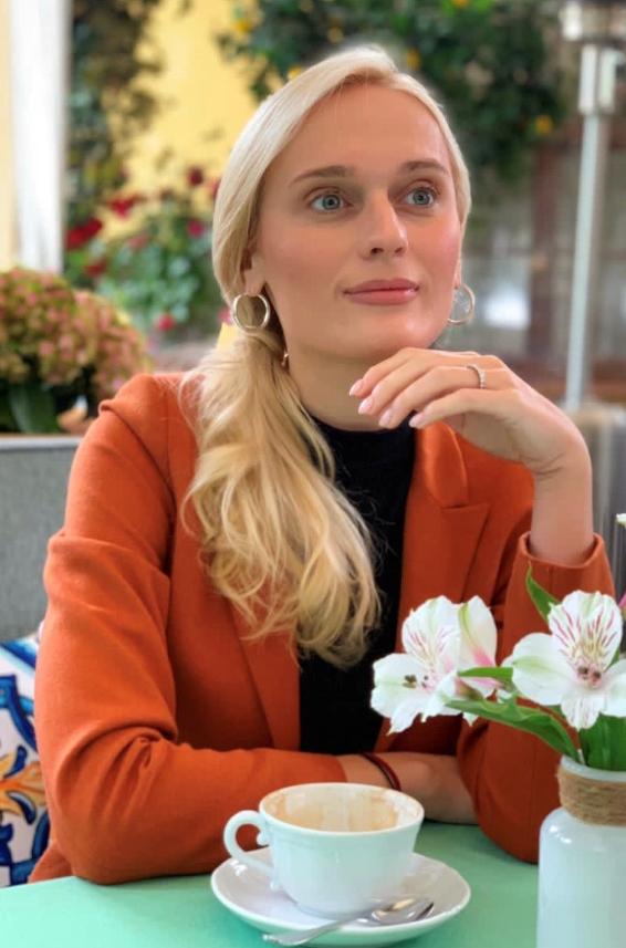 Agence matrimoniale rencontre de Anastassia  femme célibataire de 27 ans, Aquitaine.