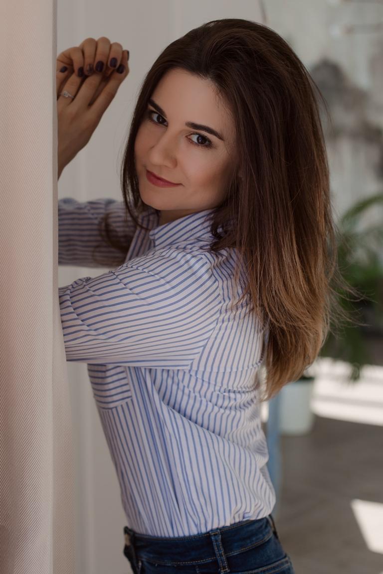 Agence matrimoniale rencontre de Elena  femme célibataire de 35 ans, La_Ciotat.
