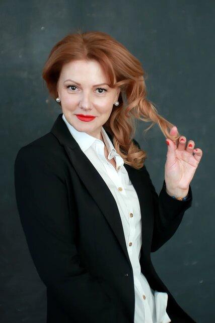 Agence matrimoniale rencontre de Larisa belle femme sénior célibataire de 52 ans, Angers.