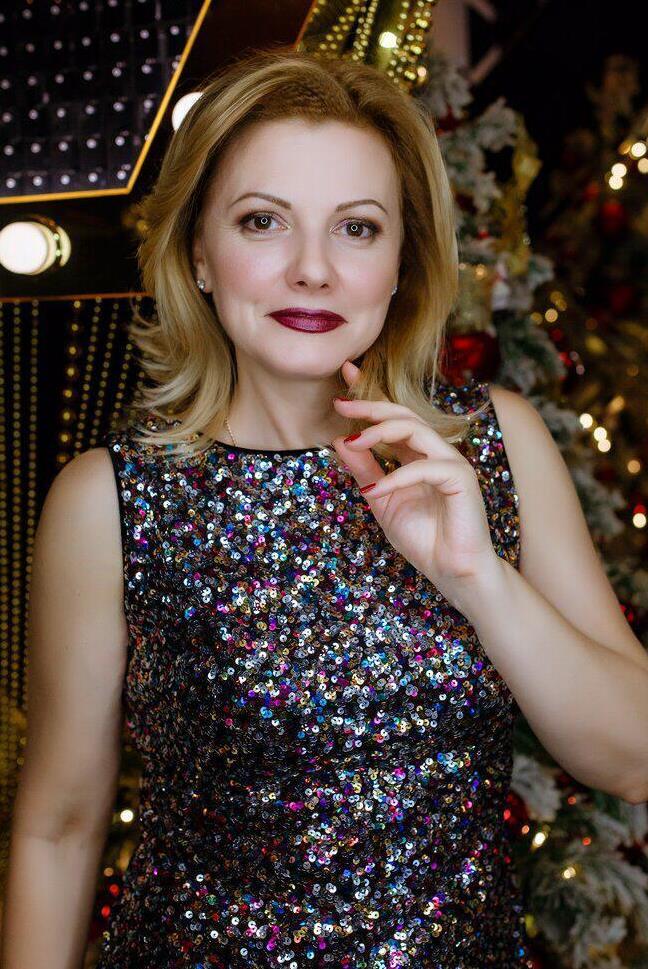 Rencontre de femmes russes séniors, Larisa 52 ans belle femme russe célibataire Sotteville-les-Rouen.