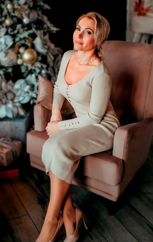 Rencontre de femmes russes séniors, Eugeniya 47 ans belle femme russe célibataire Sotteville-les-Rouen.