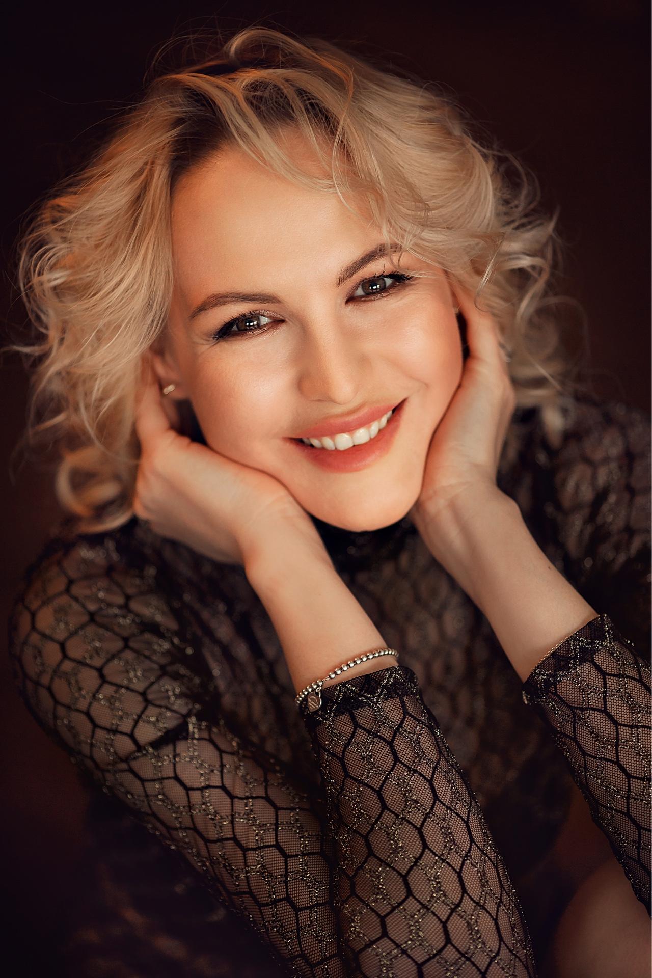 Agence matrimoniale rencontre de Tatiana belle femme célibataire de 36 ans, Angers.