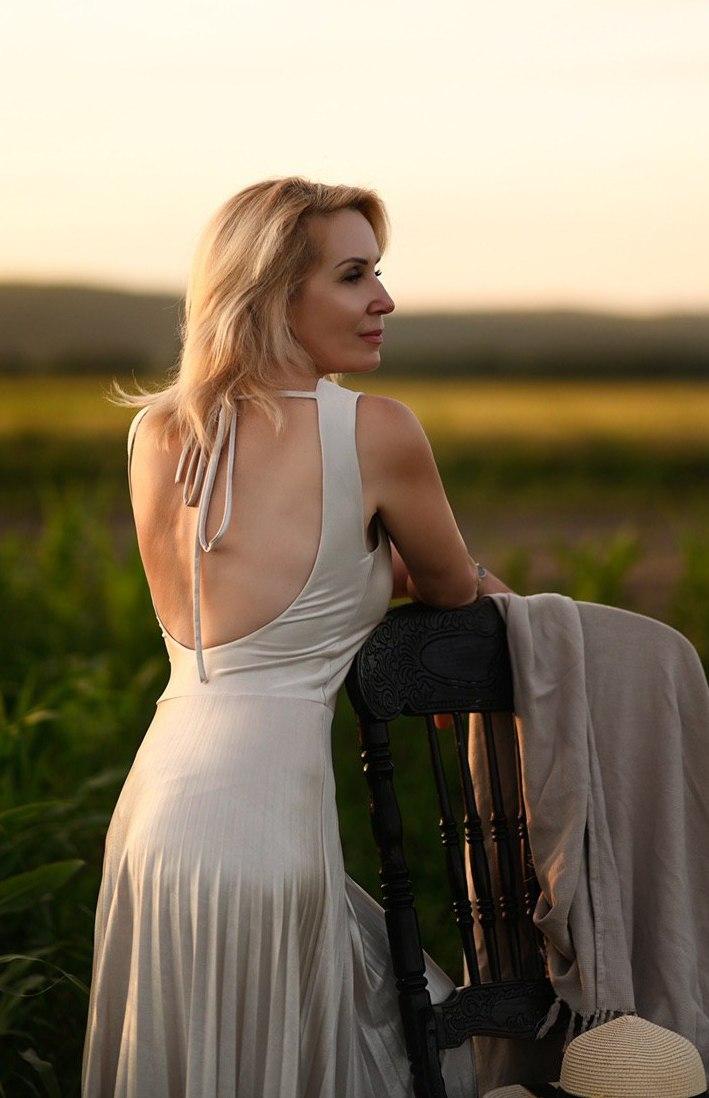 Agence matrimoniale rencontre de Irina belle femme sénior célibataire de 52 ans, Angers.