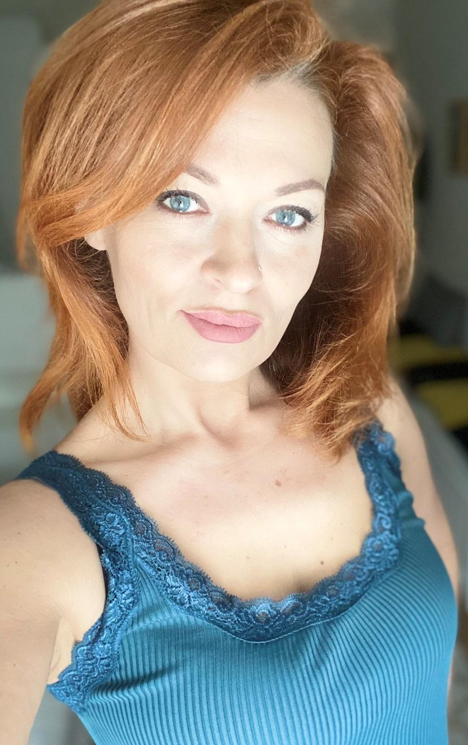 Agence matrimoniale rencontre de Liudmila belle femme sénior célibataire de 45 ans, Châtillon.