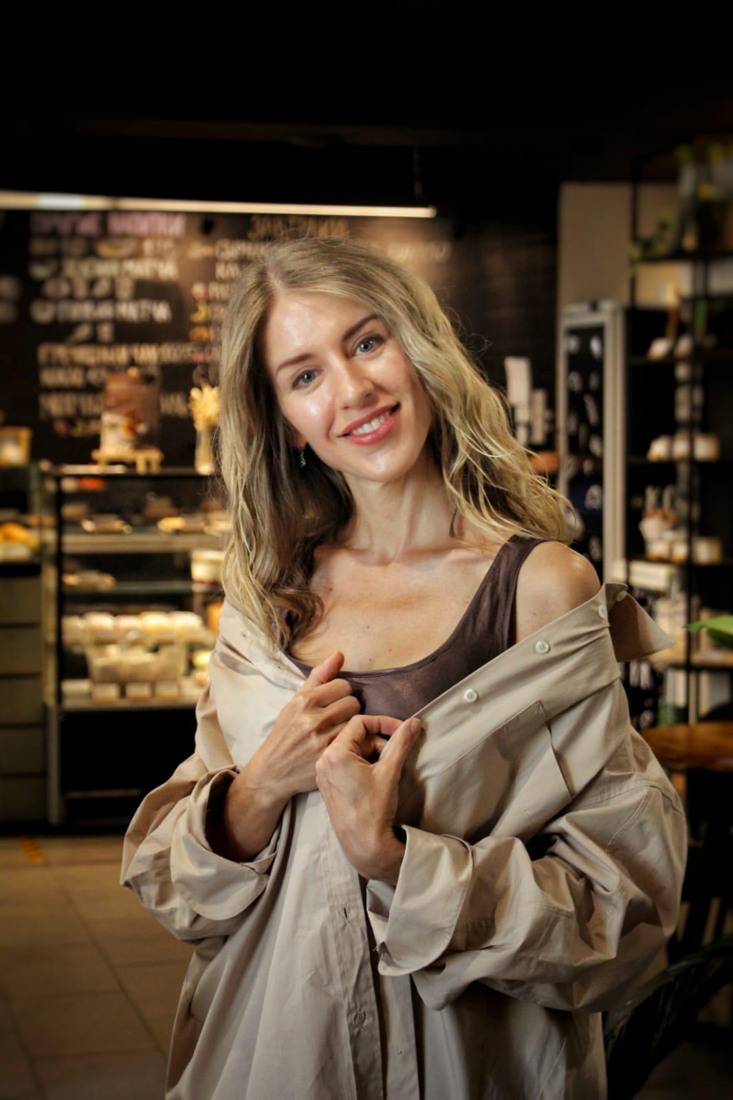 Agence matrimoniale rencontre de Liudmila belle femme célibataire de 38 ans, Châtillon.