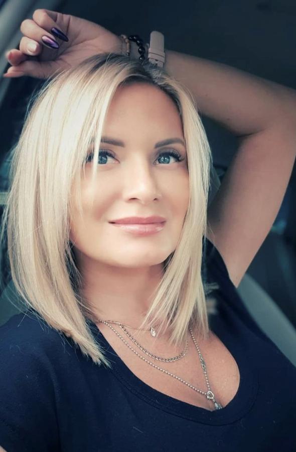 Agence matrimoniale rencontre de Ekaterina belle femme célibataire de 37 ans, Châtillon.