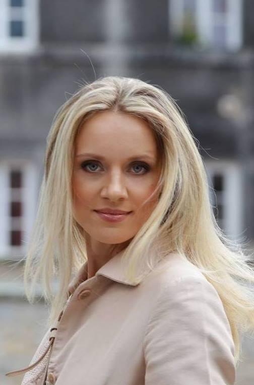 Agence matrimoniale rencontre de Irina belle femme sénior célibataire de 47 ans, Châtillon.
